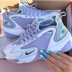Nike Zoom € Orders: www.es (link in the biography). Cute Sneakers, Sneakers Nike, Air Max Sneakers, Sneakers Fashion, Fashion Shoes, Fashion Clothes, Fashion Fashion, Fashion Outfits, Fashion Ideas