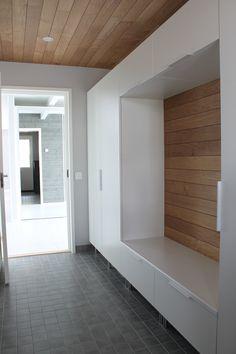 Home White Home: Suunnittelukohteeni: Kalkkimaalia ja kimallusta Rural House, Entry Way Design, Interior Decorating, Interior Design, Closet Storage, White Houses, Next At Home, Minimalist Decor, Mudroom