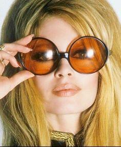 brigitte bardot with sunglasses Bridgitte Bardot, Divas, Pin Up Retro, Catherine Deneuve, French Actress, The Bikini, Classic Beauty, Vintage Beauty, Belle Photo