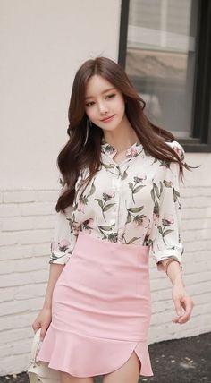 Korean Fashion – How to Dress up Korean Style – Designer Fashion Tips Modest Fashion, Girl Fashion, Fashion Outfits, Womens Fashion, Fashion Trends, Ladies Fashion, Sexy Asian Girls, Beautiful Asian Girls, Traje Casual