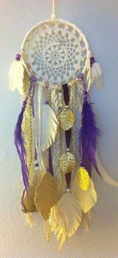 commemorative by rachael rice for a girl who lost her best friend… Diy Craft Projects, Crochet Projects, Fun Crafts, Projects To Try, Sun Catchers, Lace Dream Catchers, Mantras Chakras, Inka, Mobiles