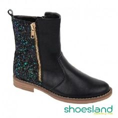 La moda del glitter continúa este otoño invierno con esta bota alta para niñas en color negro y glitter posterior multicolor fabricada para Shoesland A la moda por un precio económico! #sale #shoes #botas #fashionkids #kidsfashion #shopping #glitter #calzadoinfantil #negro #piel