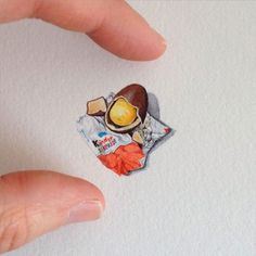 Les peintures miniatures de l'artiste Brooke Rothshank