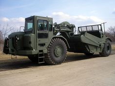 The military scraper provide capabilities to construct airfields, roads, landing zones and other military construction missions. Heavy Construction Equipment, Heavy Equipment, Construction Machines, Us Navy Seabees, Military Engineering, Caterpillar Equipment, Welding Rigs, Army Vehicles, Heavy Machinery