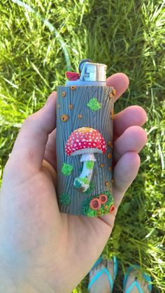 Just made this fungus lighter case with polymer. - Under a Rock - faqen time Polymer Clay Crafts, Diy Clay, Glass Pipes And Bongs, Cool Lighters, Lighter Case, Clay Art Projects, Puff And Pass, Clay Creations, Cannabis