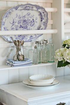 Scandinavian kitchen plate rack VIBEKE DESIGN; plus, I own this platter.