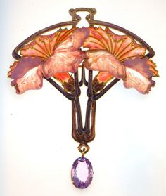 Pendant brooch with pink carnations. Rene Lalique (1860-1945). Circa 1901-1902. Gold, enamel, pink sapphire, glass.