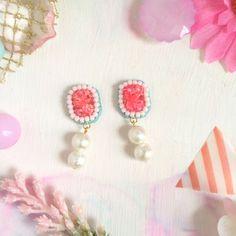 ドライフラワーとビーズ刺繍のピアス ピンク   ハンドメイド、手作り作品の通販 minne(ミンネ)