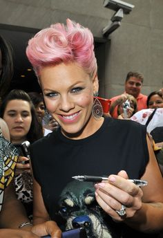 Love P!nk and I love her hair and makeup here!