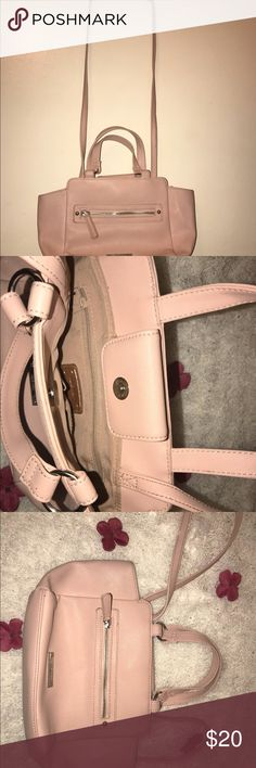Nine West sling bag ❤️❤️ Sling bag of nine west is customer favorites! Great for every day use❤️❤️ Nine West Bags Crossbody Bags