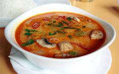 Vegetarian Tom Yum Soup recipe (Tom Yum Je Nam Khon) from Mai Kai Dee Thai vegetarian cooking school in Bangkok, Thailand from Temple of Thai Tom Yam Soup, Thai Tom Yum Soup, Thai Soup, Vegetarian Cooking, Vegetarian Recipes, Healthy Recipes, Vegan Soups, Tom Yum Soup Vegetarian, Asian Cooking