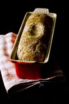 Receta de pan rápido de aceitunas negras. Con fotografías y consejos de elaboración en amasadora y Thermomix
