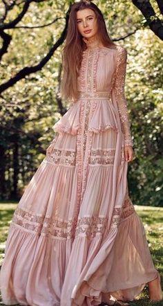 Maxi Modern Boho Dress - Bohemian fashion, long dress, hippie style dress Best Picture For fashion design For Your Taste Y - Hippie Style, Bohemian Style, Hippie Bohemian, Vintage Bohemian, Boho Fashion, Fashion Dresses, Womens Fashion, Vintage Fashion, 80s Fashion