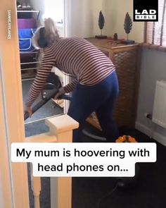 How long until she notices?😂😭 - All my Life Really Funny Memes, Crazy Funny Memes, Funny Relatable Memes, Haha Funny, Funny Cute, 9gag Funny, Funny Stuff, Funny Prank Videos, Funny Short Videos