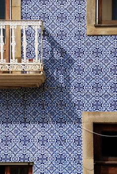 PORTUGAL: Azulejos (the very typical Portuguese white and blue tilework), Lisbon Portuguese Culture, Portuguese Tiles, Tile Art, Mosaic Tiles, Tiling, Portugal Travel, White Tiles, Facade, Architecture Design
