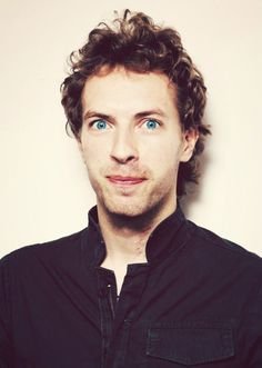 Chris Martin of coldplay has a bit of a crazed smarty pants look that is Henry Branwell Great Bands, Cool Bands, Beautiful World Lyrics, Chris Martin Coldplay, Phil Harvey, Jonny Buckland, Look At The Stars, Sweet Guys, Good Music
