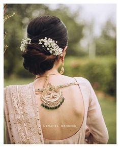 Indian Wedding Hairstyles, Indian Wedding Outfits, Indian Weddings, Chignon Wedding, Elegant Wedding Hair, Bridal Blouse Designs, Saree Blouse Designs, Blouse Patterns, Bridal Hair Buns