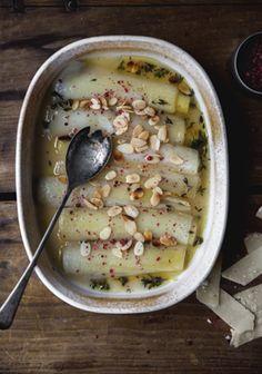 Poireaux braisés au beurre, thym & parmesan
