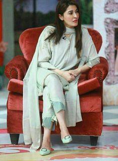 Top 10 New Latest Trouser Design For Ladies In Pakistan 2020 Sleeves Designs For Dresses, Dress Neck Designs, Blouse Designs, Pakistani Fashion Party Wear, Pakistani Dress Design, Pakistani Girl, Pakistani Designers, Simple Kurti Designs, Salwar Designs