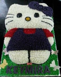 Hello Kitty cake made with Buttericing.