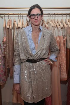 How To Wear Belts How To Wear Belts Jenna Lyons show us how to wear belts - Discover how to make the belt the ideal complement to enhance your figure. - Discover how to make the belt the ideal complement to enhance your figure. Foto Fashion, Next Fashion, Fashion Looks, Fashion Outfits, Sequin Kimono, Sequin Cardigan, Sequin Jacket, How To Wear Belts, Jenna Lyons