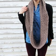 See how to knit this fast, easy and warm scarf!