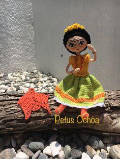 Muñeca Frida patrón gratis por el canal de YouTube amigurimis By Petus