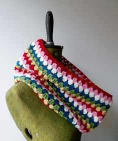 Bee and Buzz: Easy Peasy Granny Crochet Cowl Pattern