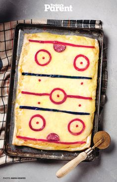 Perfect for game night. Put a new spin on a favourite after-game classic. The hockey rink inspired cheese pizza is fun and easy to make with the kids. Hockey Birthday Parties, Hockey Party, 8th Birthday, Birthday Ideas, Three Cheese Pizza Recipe, Pizza Recipes, Cooking Recipes, Soup Recipes, Chicken Recipes