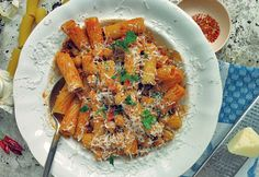 Pasta e ceci Kichererbsen Pasta mit Chili und Käse Pasta, One Pot, Japchae, Chili, Curry, Ethnic Recipes, Food, Italian Recipes, Chic Peas