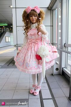 Wig – PRISILA・NAVANA  Blouse – Nobara Takemoto  Dress – Angelic Pretty  Shoes – Angelic Pretty