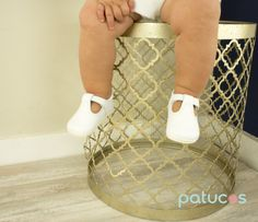 Top quality handmade baby shoes unisex for boys and girls. The T-bar design and the white leather make it perfect for baby boys or girls. Its classic design that is both traditional and contemporary p
