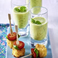 Brunch Recipes The recipe for zucchini lassi and breaded feta cubes with cherry tomatoes and ba … Mexican Breakfast Recipes, Brunch Recipes, Appetizer Recipes, Snack Recipes, Lassi, Popular Appetizers, Appetizers For Party, Basil Recipes, Milanesa