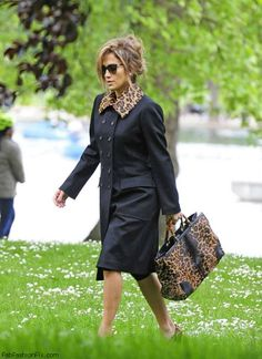 Jennifer Lopez carrying Gucci bamboo bag