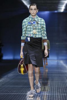 Watch the livestream of the Prada show ready-to-wear collection Spring/Summer…
