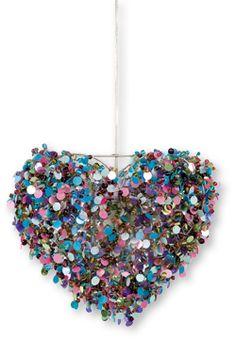 De Colorique hanglamp sparkel hart is een prachtige hartvormige lamp. De lamp heet officieel Daisy Mae. De hele lamp is behangen met glinsterende kralen wat een leuk effect geeft als je deze Colorique hanglamp sparkel hart aanzet. De kraaltjes en pailletten zijn in diverse kleuren. Een vrolijk beeld in de hippe kinderkamer. De afmetingen van deze Colorique hanglamp sparkelt hart zijn 30x27 cm. Wij zorgen ervoor dat je ook een snoer gratis erbij krijgt om hem gelijk op te kunnen hangen.