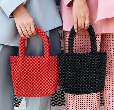 The 5 Zara Items Everyone Will Buy in 2018 via www.gq/ - - The 5 Zara Items Everyone Will Buy in 2018 via www.gq/ fashion & beauty Die 5 Zara-Artikel, die jeder 2018 über kaufen wird www. Burberry Handbags, Prada Handbags, Gq, Mode Tartan, Fashion Tag, Zara Fashion, Fashion Beads, Fashion 2018, Fashion Outfits