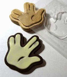 Modelagem e forma plástica para chocolate personalizado. Homenagem ao JovemNerd =]