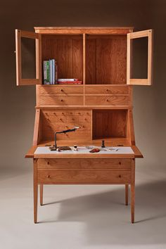 Find the best Thos. Moser/L.Bean Limited-Edition Fly-Tying Desk at L. Our high quality home goods are designed to help turn any space into an outdoor-inspired retreat. Fly Tying Vises, Fly Tying Desk, Fly Tying Tools, Fly Tying Materials, Wood Projects, Woodworking Projects, Plastic Storage Shelves, Diy Furniture, Furniture Design