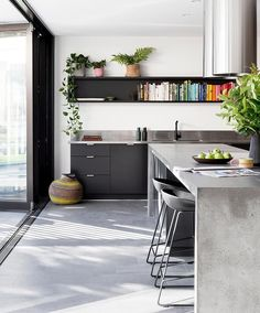 Kitchen Bench Decor Ideas Benchtop Decoration Renovation In Styled industrial modern decor - Modern Decoration Modern Industrial Decor, Modern Decor, Mid-century Modern, Industrial Chic Kitchen, Industrial Design, Industrial House, Industrial Lighting, Industrial Vintage, Modern Lamps