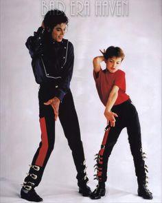 kingmjjpop: Photoshoot - I'm Just simply Michael Jackson Michael Jackson Kunst, Michael Jackson Bad Era, Jackson Family, Jackson 5, Jackson Music, Lisa Marie Presley, Paris Jackson, Elvis Presley, Michael Jackson Documentary