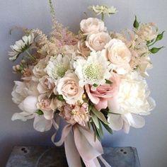 #inspiracaododia #vemnovidadeporai #inspiração #inspiration #goodmorning #specialweek #buque #bouquet #buquedenoiva #noiva #bride #wedding #casamento #haveagreatday #weddingdecor #instawedding #instaflower #nude #collor