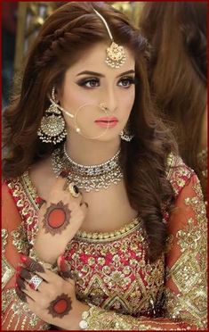 49 Ideas Pakistani Bridal Makeup Mehndi Hairstyles For 2019 Pakistani Wedding Hairstyles, Mehndi Hairstyles, Pakistani Bridal Makeup, Prom Hairstyles, Pakistani Mehndi, Fashion Hairstyles, Kashees Hairstyle, Hairstyles For Lehenga, Indian Hairstyles