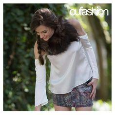 Ombros de fora, em padronagem elegante, para um passeio chique de outono!  #oufashion #inverno2015 #blusinhacomombrodefora