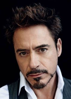 Anchor beard is the trend this year and also one of the difficult styles to master. Read on as we make this style easier for you step-by-step! Read the end for a neat and easy tip! Robert Downey Jr., Susan Downey, Deborah Falconer, Bart Styles, Hero Marvel, Goatee Styles, Goatee Beard, Man Beard, Celebridades Fashion