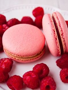 Raspberry macaroons for teapots – marmiton cooking recipe: recipe cuisine by Raffaello Dessert, Raspberry Macaroons, Paris Food, Thermomix Desserts, Profiteroles, Perfect Cookie, Pastry Cake, Food Cakes, Kitchen Recipes