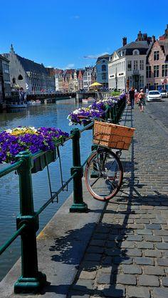 Kraanlei Street canal in Ghent, Belgium • photo: Jaume CP BCN on Flickr