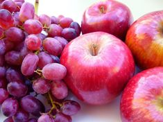 Turmeric, red grape, and apple compounds 'starve' prostate cancer cells — Medical News Today Garcinia Cambogia Benefits, Prostate Cancer, Cancer Cells, Breast Cancer, Green Coffee Bean Extract, Nutrition, Red Grapes, Natural Supplements, Alternative Health