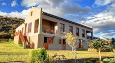 Madi-Madi Klein Karoo Safari Lodge, Western Cape (Near Oudtshoorn & Beaufort West) provides luxury suites & cottages. includes meals, some activities & Little Karoo accommodation! Farmhouse Architecture, Private Games, Game Reserve, Lodges, Hotel Offers, Modern Farmhouse, Safari, Exterior, Mansions