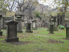 Greyfriar's Kirkyard, Edinburgh, Scotland is said to be one of the most haunted cemeteries. Scary Places, Haunted Places, Abandoned Places, Cemetery Statues, Cemetery Art, Between Two Worlds, Around The Worlds, Old Cemeteries, Graveyards